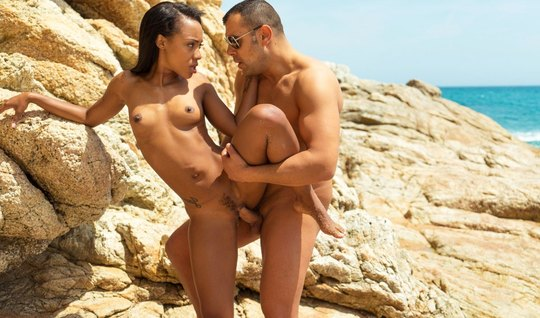 Mulatto chick Fucks with stranger on coordcom the beach at high rocks...