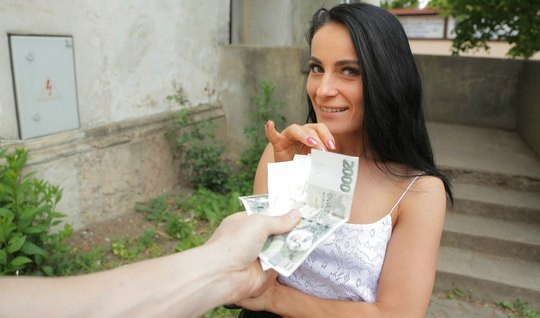 Pikaper promoted a skinny brunette for public sex and filmed a great g...